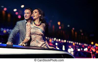 elegante, coppia, limousine, viaggiare, notte