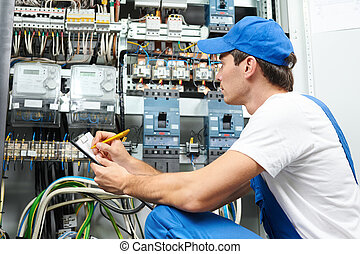 elettricista, lavoratore, ispezionando