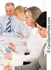 esaminare, affari, vendite uniscono, relazione, riunione