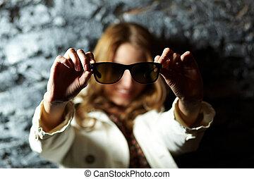 esposizione, occhiali da sole