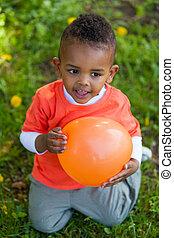 esterno, -, persone, nero, gioco, balloon, carino, poco, ritratto, ragazzo, africano, giovane