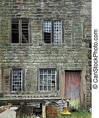 facciata, rotto, casa, rifiuto, rosso, vecchio, esterno, fronte, derelitto, windows, sbucciatura, pietra, porta