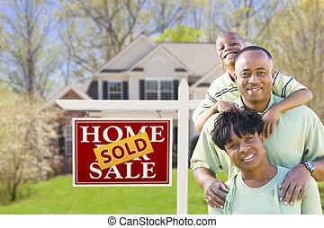 famiglia, casa, segno venduto, americano, africano, fronte