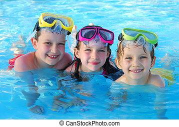 felice, nuotatori