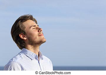 felice, respirazione, giovane, profondo, uomo