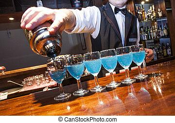 fila, no, barman, barman., bartrender, scotitoio, relase., occhiali, mano, sbarra, bisogno, blu, frammento, visibile, colatura, contatore, colorato, modello, bibite
