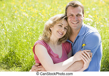 fiore, seduta, coppia, presa a terra, fuori, sorridente