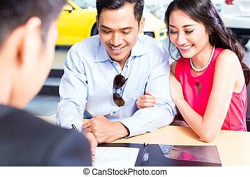 firmare, automobile, coppia, vendite, contratto, concessionario, asiatico