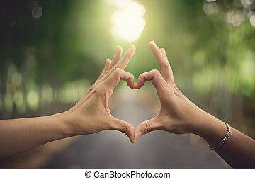 forma cuore, mani