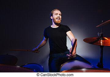 gioco, barbuto, passione, uomo, attraente, tamburino, tamburi