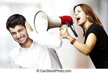 gridare, donna, megafono
