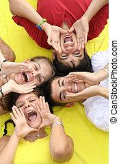 gruppo, gridare, adolescenti, canto, o, felice