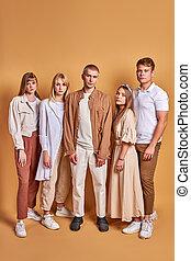 gruppo, straordinario, gioventù, indossare, trendy, insolito, proposta