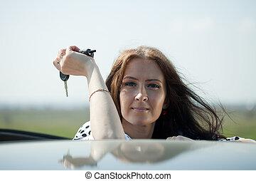 holding donna, chiavi automobile, nuovo