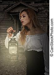 holding donna, lanterna