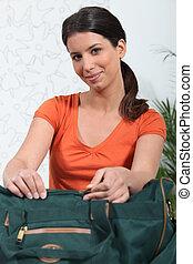 imballaggio, donna, valigia