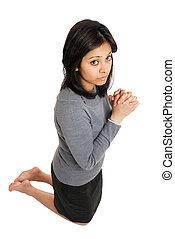 inginocchiandosi, donna, preghiera, gesto