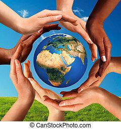 intorno, globo, insieme, multirazziale, mani, mondo