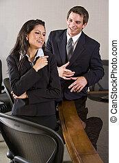 ispanico, maschio, donna d'affari, giovane, collega, boardroom