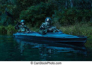 kayak, militants, esercito
