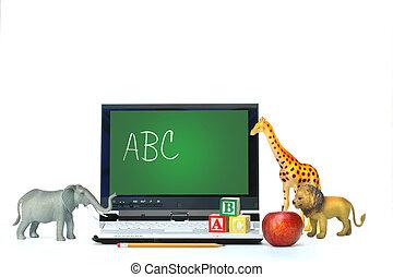 laptop, animali giocattolo, mela, scrivania
