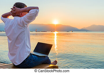 laptop, ricreativo, entrepreneur., uomo, mattina
