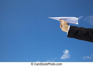 lasciare, mosca, fatto, sopra, cielo blu, mano, carta, uomo affari, aeroplano