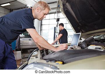 lavorativo, automobile, laptop, mentre, meccanico, usando