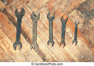 legno, set, vecchio, wrenches, pavimento