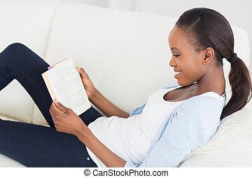 libro, donna nera, lettura