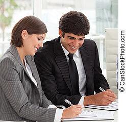 loro, relazione, vendite uniscono, sorridente, due, studiare, colleghi