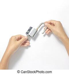 lucchetto, aperto, due, chiave, mani
