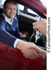 mano, chiavi, mentre, ricevimento, automobile, cliente, tremante