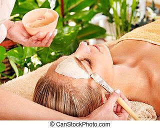 massaggio, donna, facciale, prendere