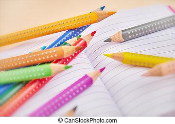 matite, quaderno, aperto, colorito