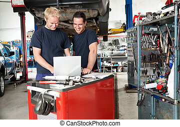 meccanica, garage, laptop