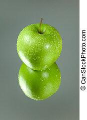 mela verde, riflessione
