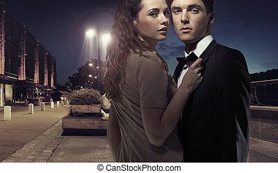 mezzo, elegante, coppia, giovane, notte