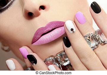 moda, nails.
