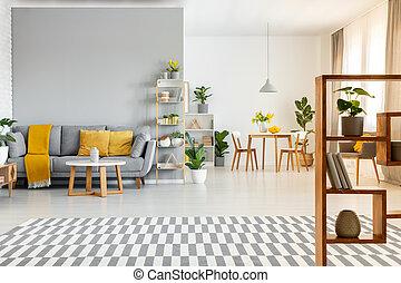modellato, reale, appartamento, cuscini, foto, grigio, giallo, spazioso, couch., interno, tavola, moquette