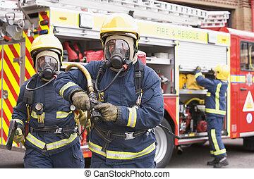 motore, camminare, tubo, un altro, fuoco, pompieri, ascia, pompiere, due, fondo, focus), (selective, lontano