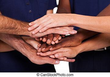 multirazziale, insieme, mani