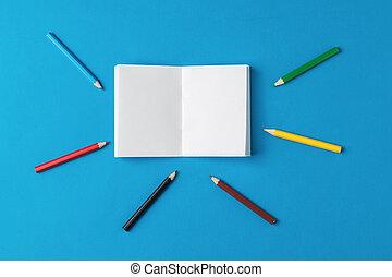 notebook., colorato, intorno, aperto, dire bugie, matite