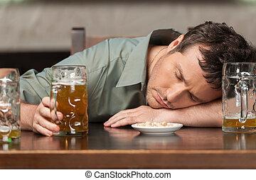 occhi, uomini, responsibly., ubriaco, bevanda, pub, suo, chiuso, ritratto, seduta