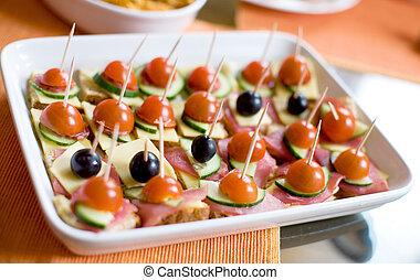 ogive, ciliegia, formaggio, cetrioli, nero, canapes, piccolo, prosciutto, pomodori