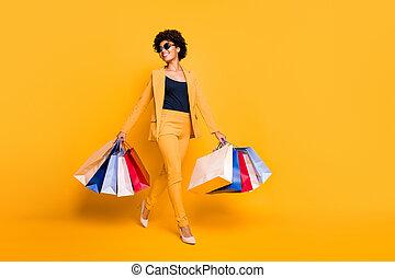 ozio, isolato, fondo, stilettos, possedere, presa, shopping, stile, colorare, pantaloni, foto, sogno, formato, ragazza, allegro, andare, sopra, borse, indossare, centro, pieno, blazer, sognante, positivo, tempo, giallo, tatto