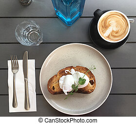 pane tostato, uova, caffè, cuocere in acqua a fuoco lento, cuocere in camicia