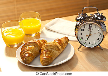 pasticcerie, dorato, 7am, set, presto, illuminato, orologio, sano, croissant, allarme, classico, arance, mattina, continentale, sole, succo, arancia, accompagnato, colazione