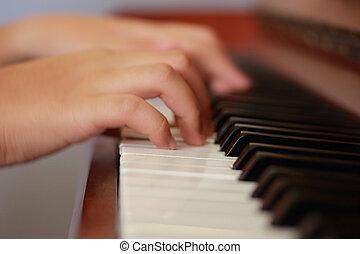 pianoforte gioca, mani