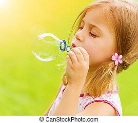 poco, bolle soffiano, ragazza, sapone